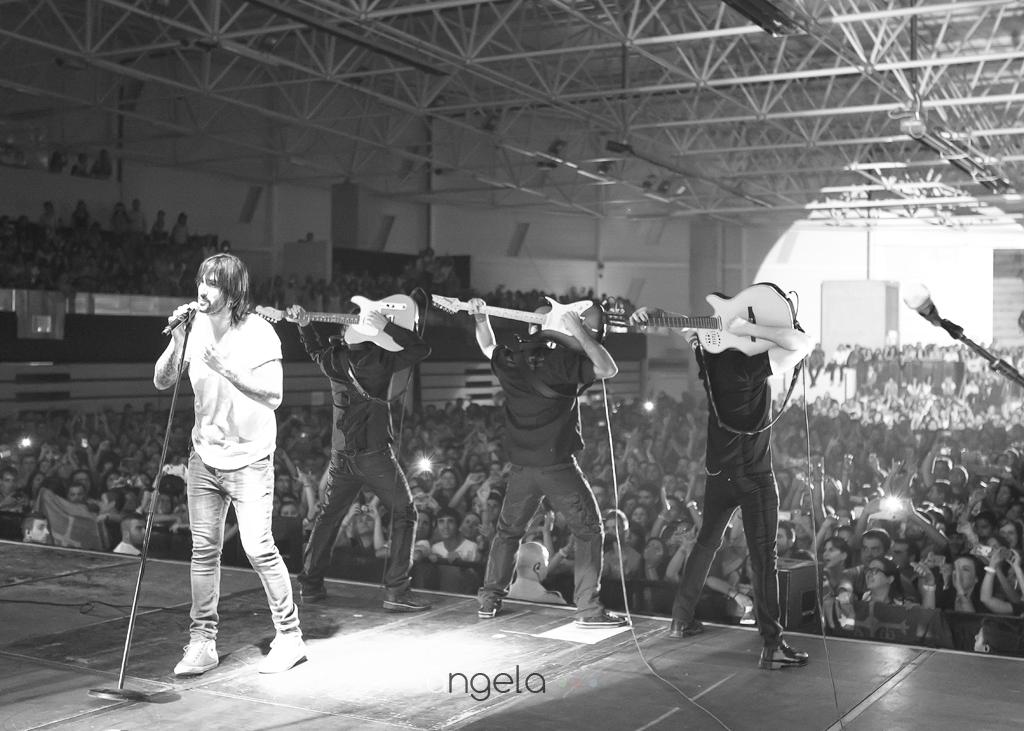 Banda de Melendi en el escenario