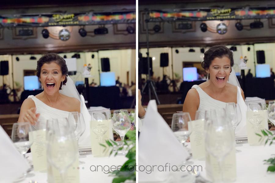 novia riendo