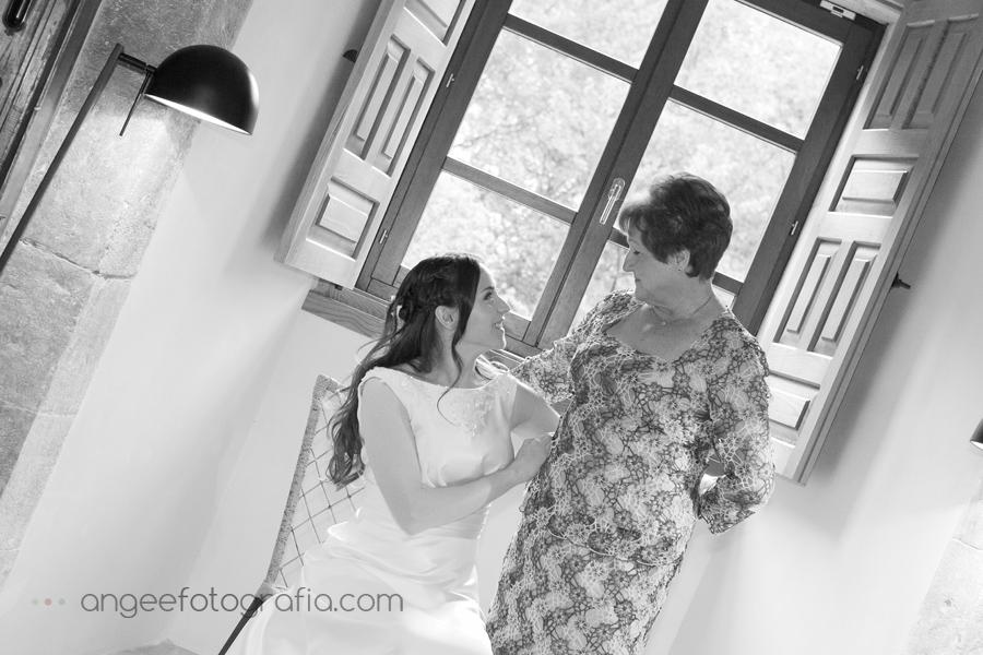 novia y madrina en monasterio de corias