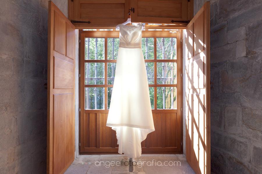 el vestido de la novia en habitacion del monasterio