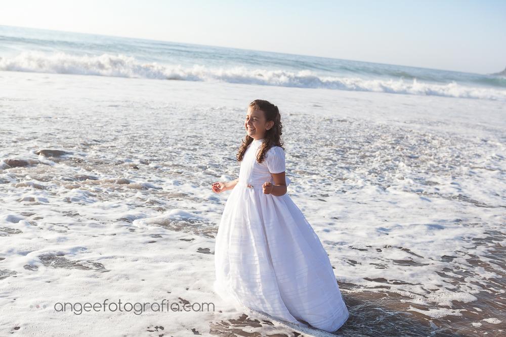 Fotos de la comunión de Irene en la playa de Xago en Asturias