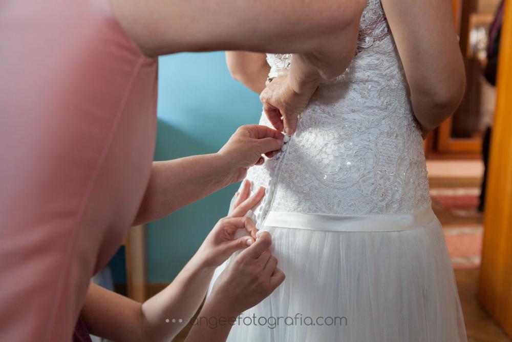 Preparación de la novia en su casa, boda de Jessica y Christian por Angela Gonzalez Fotografía