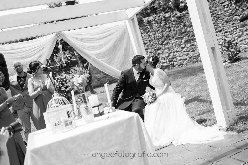 Ceremonia en el jardín de la boda de Jessica y Christian por Angela Gonzalez Fotografía