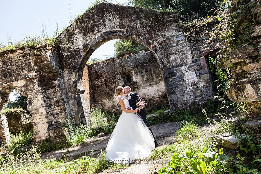 Fotos de Raquel y Jorge recién casados en las ruinas de Luarca