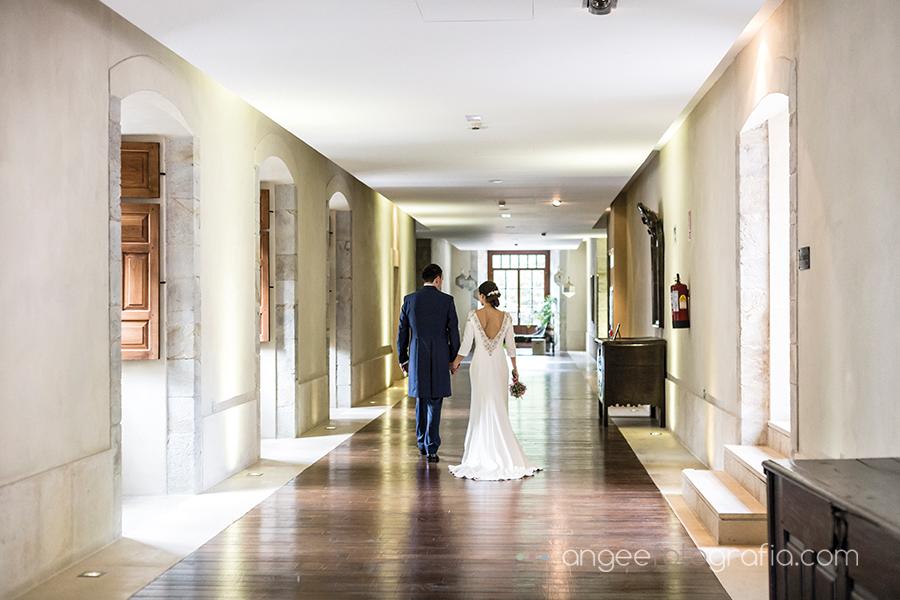 Fotos de recién casados en la boda de Ana y Bruno en el Parador Monasterio de Corias Ana y Bruno angeefotografia.com