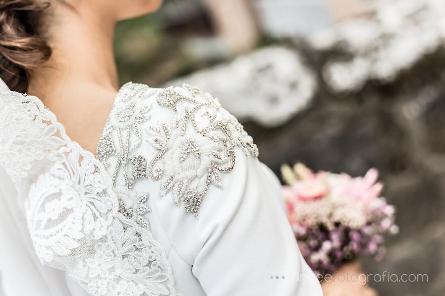 Boda en el Paraor Monastero de Corias Ana y bruno detalle del vestido de novia Angela Gonzalez Fotografía