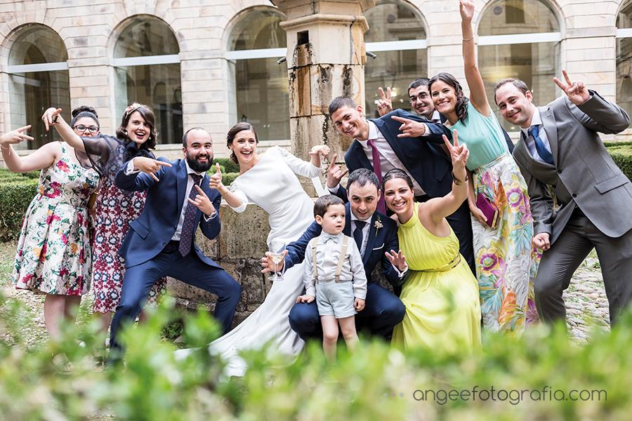 Fotos de grupos en la Boda de Ana y Bruno en el Monasterio de Corias en Cangas de Narcea