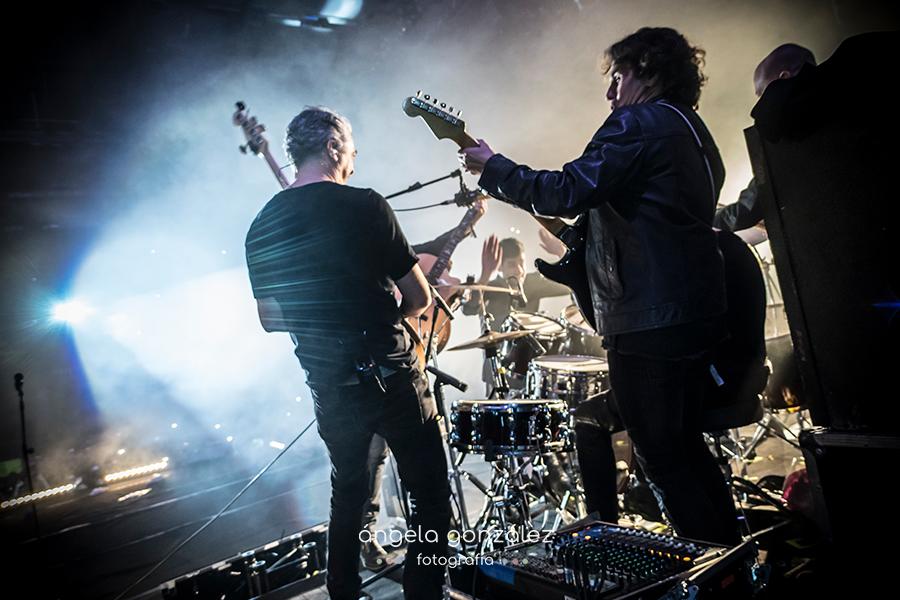 Melendi músicos final del concierto en Madrid 2017