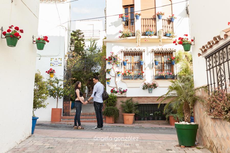 Calles de Estepona, Fotografía natural en Malaga., embarazo