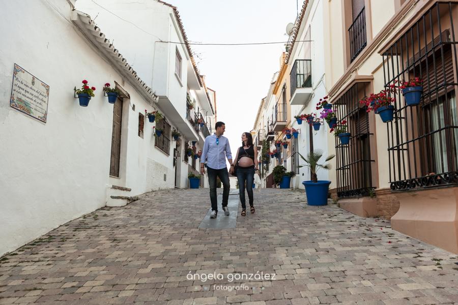Sesión de embarazo por las calles de Estepona, Angela Gonzalez Fotografía