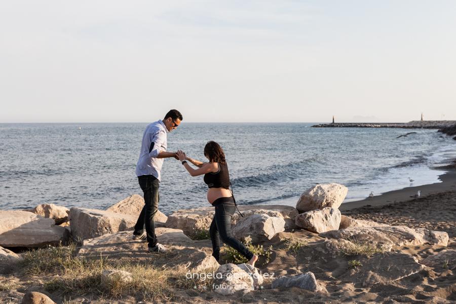 Fotografía natural, embarazo en la playa de Estepona, Angela Gonzalez Fotografía
