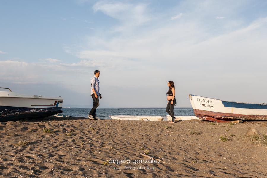 Fotografía sin posados, reportaje de embarazada, Playa de Estepona