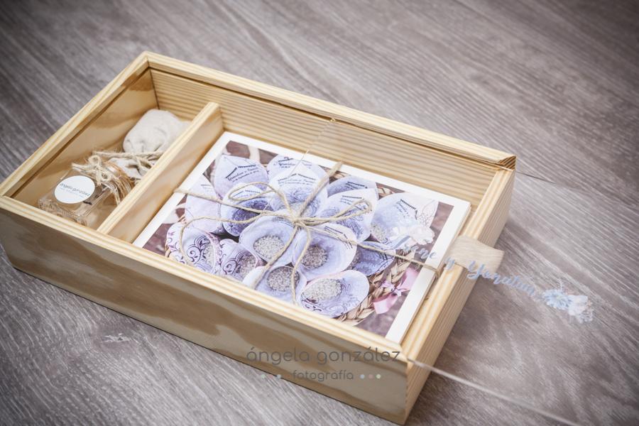 Entrega de bodas en caja de madera, con fotos en papel de Algodón, Angela Gonzalez Fotografía, Bodas en Oviedo, Bodas en Asturias