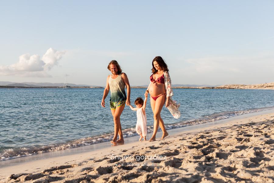 Reportaje de familia en la playa, Sesión de familia en las Illetes Formentera, Fotos de famlia en la playa
