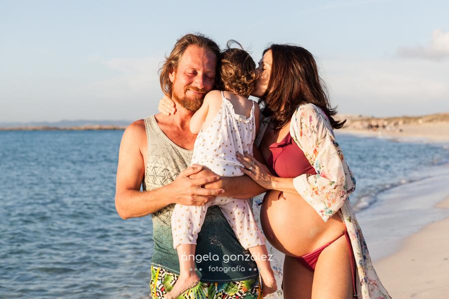 Reportaje de familia en la playa, Fotos en las Illetes, Fotos de embarazo en la playa, Málaga
