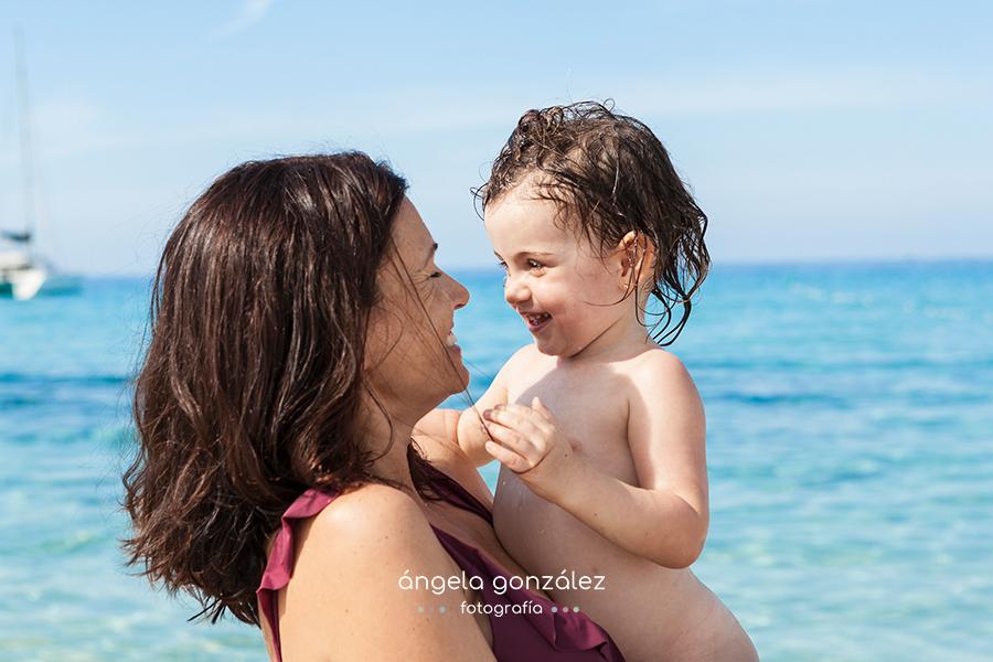 Sesión de familia en la playa, Reportaje en Forrmentera, Ibizan Fotos de niñas
