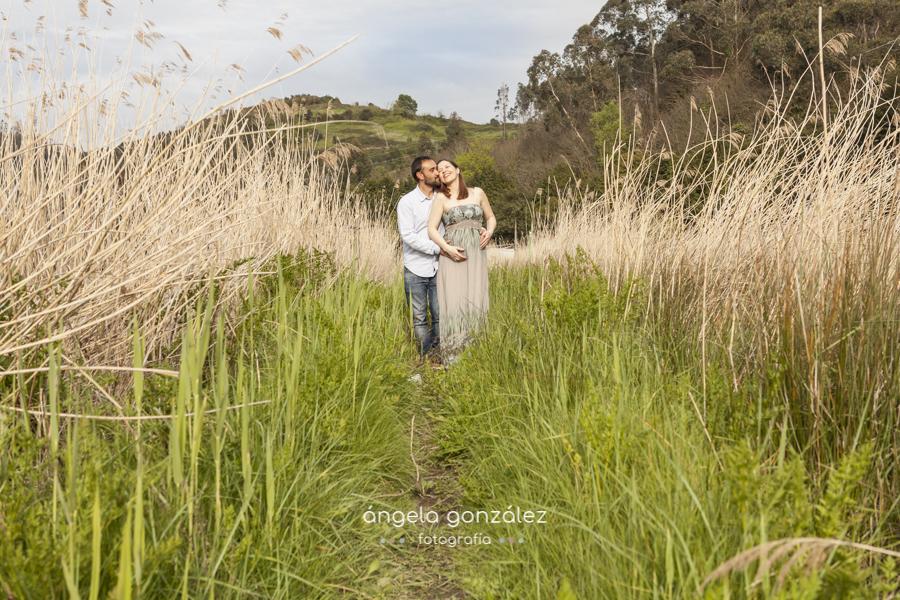 Sesión de embarazo, fotos de familia, asturias pareja campo