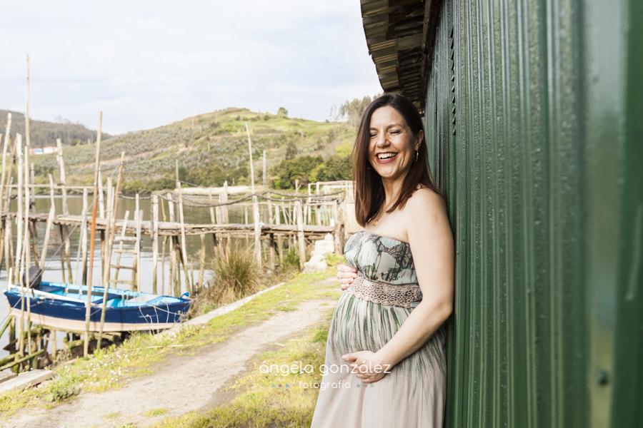 seión en exteriores de embarazada, asturias retrato barca