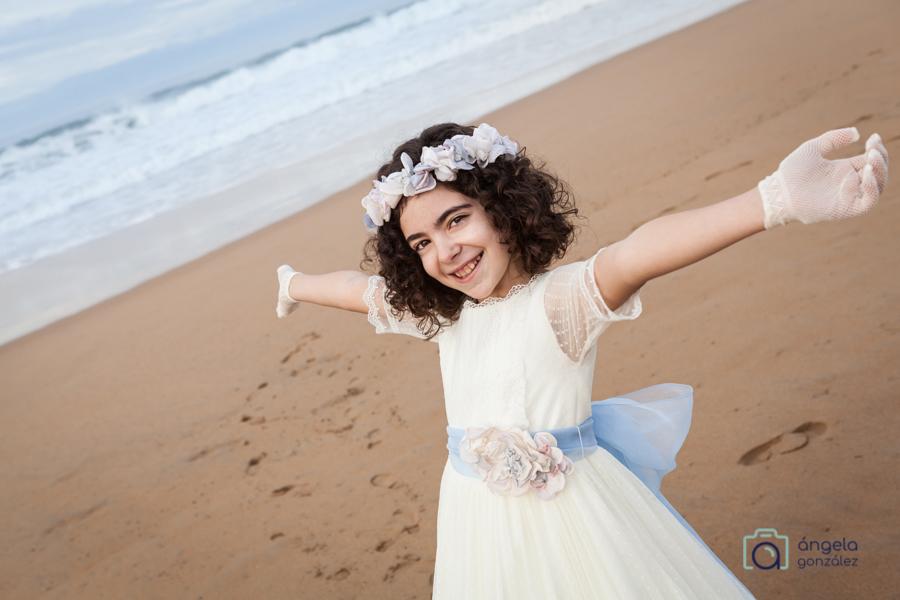 comunión niña en la playa